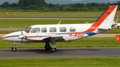 G-PZIZ - Piper PA-31-350 Navajo Chieftain - Air Med