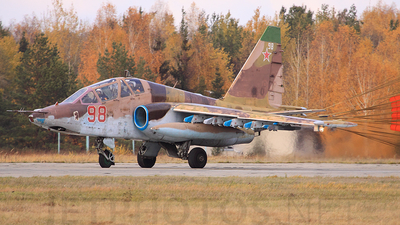 98 - Sukhoi Su-25UB Frogfoot - Russia - Air Force