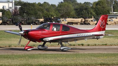 A picture of N565SR - Cirrus SR22 - [3484] - © Bruce Leibowitz
