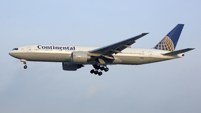 N37018 - Boeing 777-224(ER) - Continental Airlines