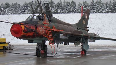 305 - Sukhoi Su-22UM3K Fitter - Poland - Air Force