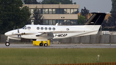 I-MCAP - Beechcraft B200 Super King Air - Private