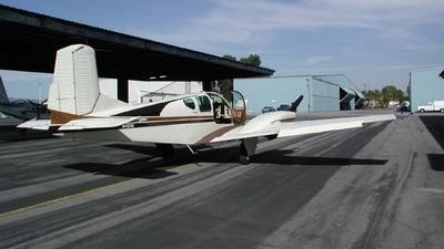 N450W - Beechcraft 95 Travel Air - Private