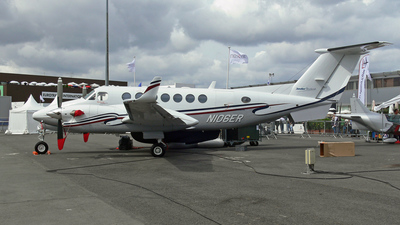 N106ER - Beechcraft B300 King Air 350 - Hawker Beechcraft