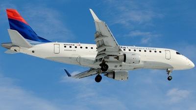 N869RW - Embraer 170-100SE - Delta Connection (Shuttle America)