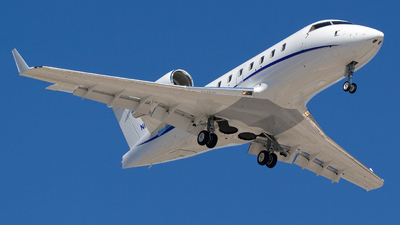 N1987 - Bombardier CL-600-2B16 Challenger 604 - Private
