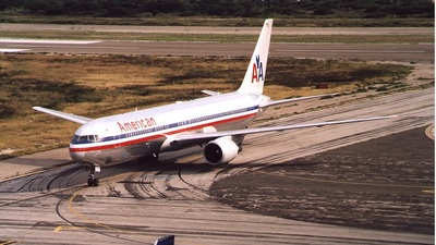 - Boeing 767-323(ER) - American Airlines