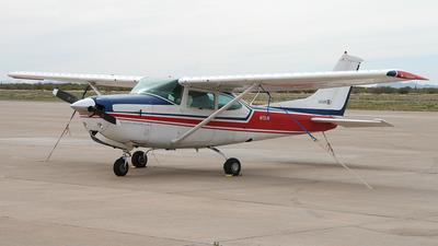 A picture of N1737R - Cessna R182 Skylane RG - [R18200541] - © Bruce Leibowitz