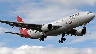 VH-EBB - Airbus A330-201 - Qantas