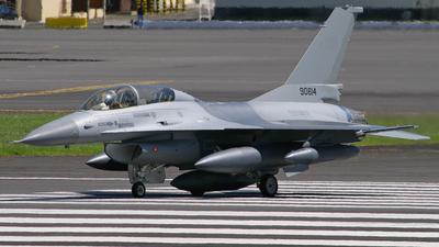 90614 - General Dynamics F-16B Fighting Falcon - Pakistan - Air Force