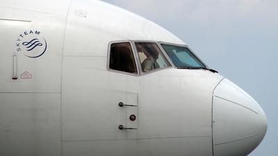 N137DL - Boeing 767-332 - Delta Air Lines