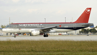 N301US - Airbus A320-211 - Northwest Airlines