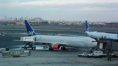 LN-RCH - Boeing 767-383(ER) - Scandinavian Airlines (SAS)