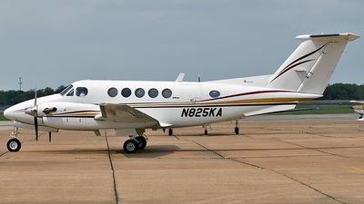 A picture of N825KA - Beech 200 Super King Air - [BB825] - © Eric Siebeneicher