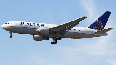 N76151 - Boeing 767-224(ER) - United Airlines
