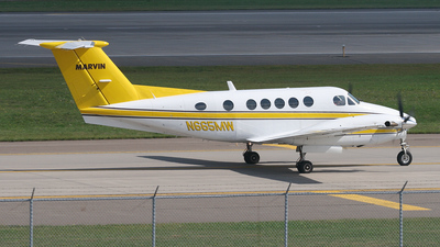 A picture of N665MW - Beech B200 Super King Air - [BB1737] - © Bruce Leibowitz