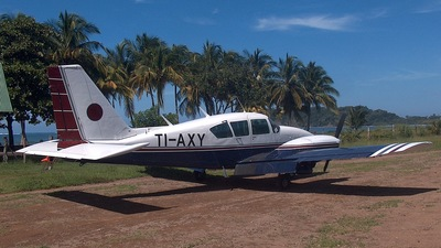TI-AXY - Piper PA-23-250 Aztec F - Private