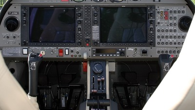 F-GYGM - Diamond DA-42 Twin Star - Private