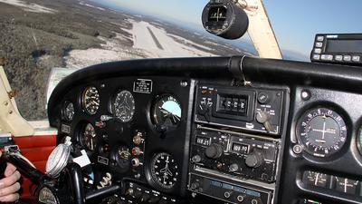 SE-FCO - Piper PA-28-140 Cherokee - Private
