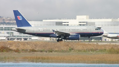 N814UA - Airbus A319-131 - United Airlines