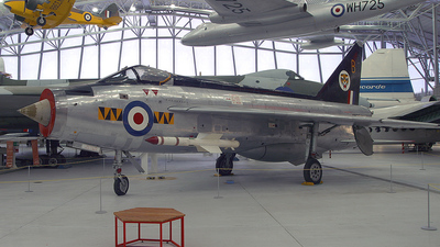 XM135 - English Electric Lightning F.1 - United Kingdom - Royal Air Force (RAF)