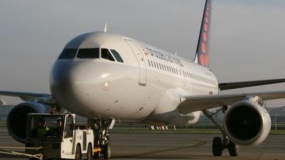 N330AA | Boeing 767-223(ER) | American Airlines | Gustavo