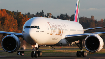 N5017V - Boeing 777-31HER - Emirates