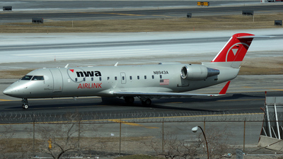 N8943A - Bombardier CRJ-440 - Northwest Airlink (Pinnacle Airlines)
