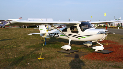 A picture of N162CE - Cessna 162 Skycatcher - [16200001] - © Bruce Leibowitz