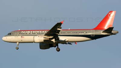 N374NW - Airbus A320-212 - Northwest Airlines