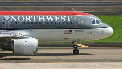 N303US - Airbus A320-211 - Northwest Airlines