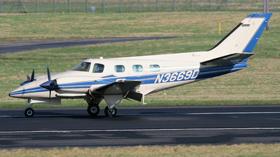 A picture of N3669D - Beech B60 Duke - [P544] - © Dave Henderson