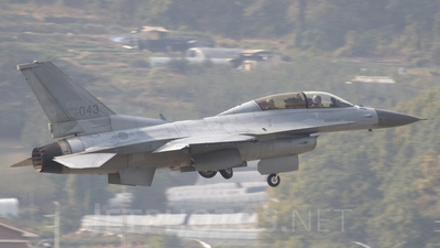 92-043 - Lockheed Martin F-16D Fighting Falcon - South Korea - Air Force