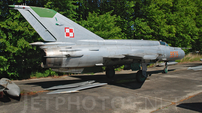 9975 - Mikoyan-Gurevich MiG-21bis Fishbed L - Poland - Air Force
