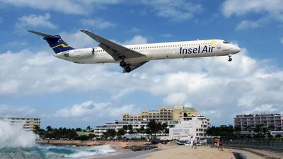 PJ-MDA - McDonnell Douglas MD-83 - Insel Air