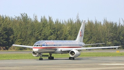 - Boeing 757-223 - American Airlines