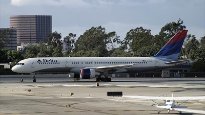 N757AT - Boeing 757-212 - Delta Air Lines