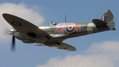 D-FEUR - Supermarine Spitfire Mk.VIII - Private