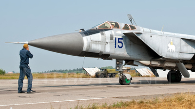 15 - Mikoyan-Gurevich MiG-31 Foxhound - Russia - Air Force