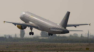 EC-JRI - Airbus A320-214 - Vueling