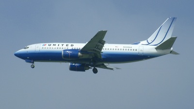 N390UA - Boeing 737-322 - United Airlines
