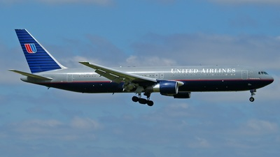 N676UA - Boeing 767-322(ER) - United Airlines