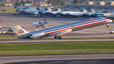N110HM - McDonnell Douglas MD-83 - American Airlines