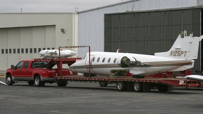 N125PT - Gates Learjet 25D - Private
