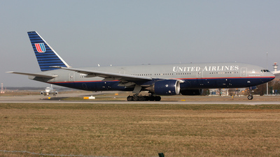 N786UA - Boeing 777-222(ER) - United Airlines