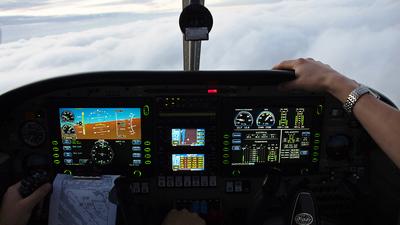 D-GZXC - Piper PA-44-180 Seminole - Intercockpit