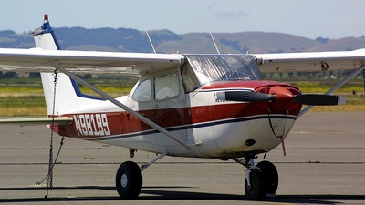 A picture of N98189 - Cessna R172E Skyhawk - [R1720244] - © Andrew McMenamin
