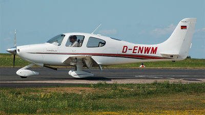 A picture of DENWM - Cirrus SR20 - [1040] - © Mike Dietrich