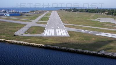 KTPF - Airport - Runway