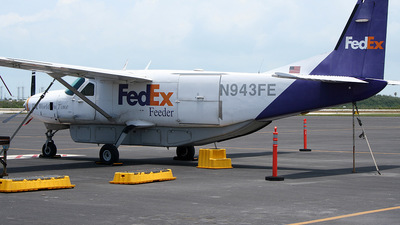 A picture of N943FE - Cessna 208B Super Cargomaster - FedEx - © Peter Menner